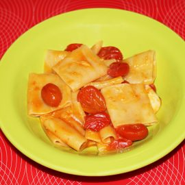 Paccheri with cherry tomatoes and scamorza cheese