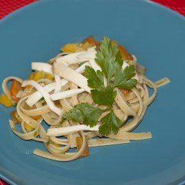 Linguine with peppers, thyme and smoked cheese